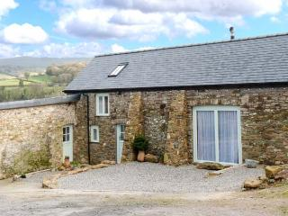 WOODSTONE BARN, barn conversion, woodburner, WiFi, parking, garden, in Tavistock, Ref 25045 - Dartmoor National Park vacation rentals