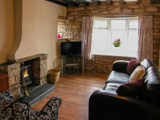 TY CERRIG, pet-friendly character cottage, woodburner, close to village pub, in Nercwys, Ref 915354 - Nercwys vacation rentals