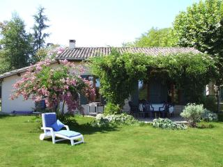 Nice Villa with Deck and Internet Access - Lamonzie-Saint-Martin vacation rentals