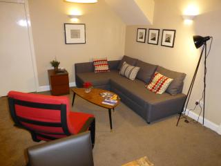 Boyds Entry: Royal Mile, City Centre - Edinburgh vacation rentals
