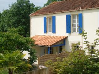 2 bedroom Gite with Deck in Saint-Jean-de-Beugne - Saint-Jean-de-Beugne vacation rentals