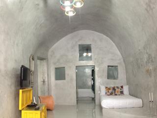 GREEK GODDESS Santorini JUICY Cave - Fira vacation rentals