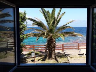 CASA A 20 mt DAL MARE. VISTA TRAMONTO SUL MARE - Calasetta vacation rentals