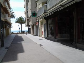30 meters from beach, 2-4/5 pers, a/c - Costa Dorada vacation rentals