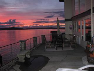 143' PUGET SOUND WATERFRONT-10min Downtown Seattle - Seattle vacation rentals