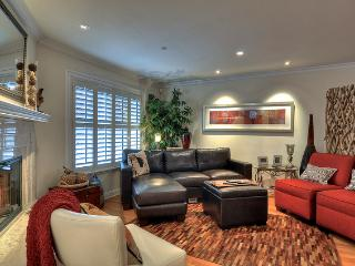 Cypress-  Very Attractive Recently Upgraded Condo, Short Stroll to Ocean Beaches, Newport Bay and Ba - Balboa vacation rentals