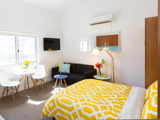 BOUTIQUE STUDIO APARTMENT ON BONDI BEACH - Sydney vacation rentals