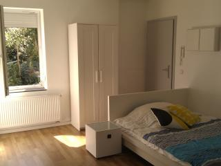 Sonnen Apartment in Degerloch nahe Stadtbahn - Stuttgart vacation rentals