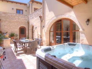 Askoutsi Manor, Jacuzzi & Privacy! - Rethymnon vacation rentals