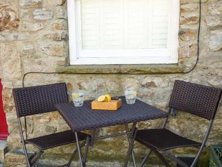 DIBBLE COTTAGE, character, en-suite, WiFi, romantic retreat in Reeth, Ref. 14675 - Reeth vacation rentals