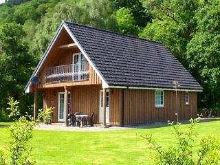 COBBLE STONES, en-suite facilities, on-site fishing, WiFi, child-friendly cottage near Strathpeffer, Ref. 921861 - Ross and Cromarty vacation rentals