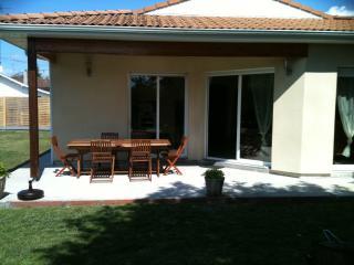 Villa ALICE sur le Bassin d'Arcachon - Audenge vacation rentals