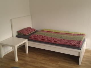 3-Personenzimmer in Degerloch nahe Stadtbahn 6 - Stuttgart vacation rentals