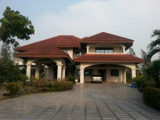 Nice Villa with Deck and A/C - Chachoengsao vacation rentals