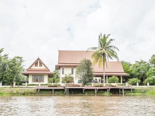 Tharnrarin Villa - Suphan Buri, Thailand - Doem Bang Nang Buat vacation rentals