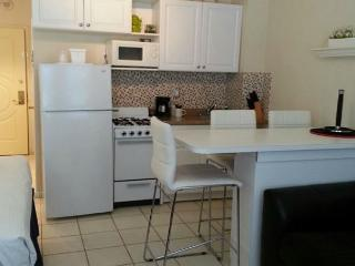 HBR576-Large Studio, Located Steps from the Ocean. - Hollywood vacation rentals