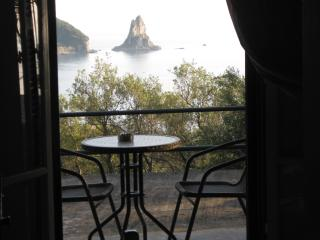 Sea View quiet studio for 2p, 5 min walk to beach - Agios Gordios vacation rentals