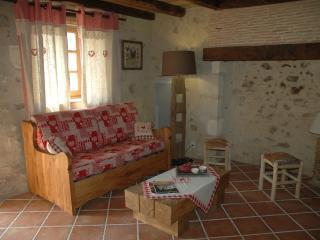 2 bedroom Gite with Dishwasher in Montbron - Montbron vacation rentals