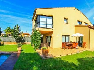 Villa Starck - Mont-ras vacation rentals