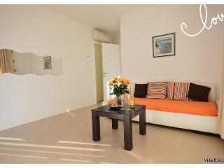 Nice Condo with Internet Access and Corporate Bookings Allowed - Split vacation rentals