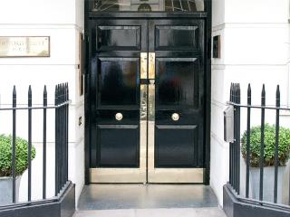 2 Bedroom Serviced Apartments in Mayfair - London vacation rentals