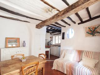Le Petit Nid Charming House in Cote d'Azur - Tourette-sur-Loup vacation rentals