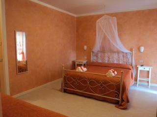Bed & Breakfast Giardini di Corte camera 04 - Toscolano-Maderno vacation rentals