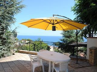 "Panoramica villa  tra Palermo e Cefalù ""Argilla"" - Altavilla Milicia vacation rentals"