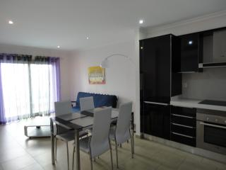 Cozy 2 bedroom Condo in Monte Gordo - Monte Gordo vacation rentals