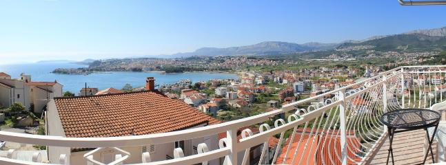 Sea view apartment with  balcony Chantal - Podstrana vacation rentals