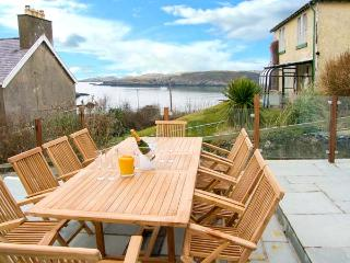 BRYN TEG, hot tub, WiFi, woodburner & fire, sea views, moments from the beach, pet-friendly, Cemaes Bay, Ref. 23824 - Cemaes Bay vacation rentals
