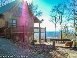 SUNSET RIDGE- 3 BEDROOM 3 BATH CABIN WITH A BEAUTIFUL MOUNTAIN VIEW, SLEEPS 6, FOOSBALL TABLE, HOT TUB, FIRE PIT, GAS AND CHARCO - Blue Ridge vacation rentals