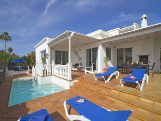 Villa Benedicte - luxury 3 bed villa, stunning sea & harbour view, heated pool,  wifi, aircon available - Puerto Del Carmen vacation rentals
