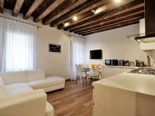 Lion 2 - Central two bedroom flat with lift - Venice vacation rentals