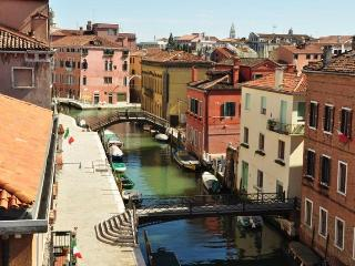 WaterView - Large three bedroom flat with canal view - Venice vacation rentals