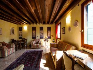Ca'Coriandolo - Bright Two bedroom, 2 bathrooms apartment in San Marco - Venice vacation rentals
