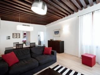 Julian 2 - Sexy one bedroom flat near San Mark's Square - Torcello vacation rentals