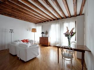 Rio della Verona A - One bedroom flat with Canal View and near the Fenice Lyrical Theatre - Venice vacation rentals
