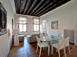 Ca' Corner Gheltoff - Luxury and Extremely large apartment on the Canal Grande - Salasar vacation rentals