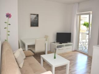Lovely app close to beach (4) - sleeps 2+1 - Novalja vacation rentals