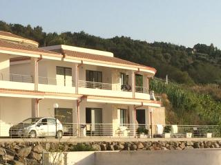 Charming 3 bedroom Villa in Zambrone with Deck - Zambrone vacation rentals