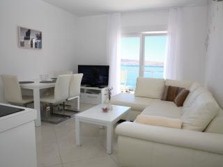 Lovely apartment steps from beach (5) - sleeps 4+2 - Novalja vacation rentals