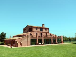 Lovely Cottage with Linens Provided and Mountain Views - Sant Pere Pescador vacation rentals