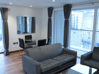 Creative & Trendy Shoreditch Square 1 bedroom Apt - London vacation rentals