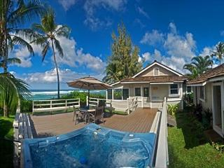 Bright and Happy 4 bedroom, directly oceanfront with hot tub and sunset views - Honolulu vacation rentals