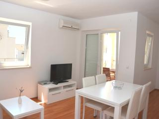 Nice apartment close to beach (31) sleeps 4+2 - Novalja vacation rentals