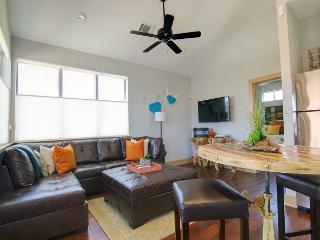 East 2nd Guest House - 1br/1ba - Luxury and Fab Location with City View - Austin vacation rentals