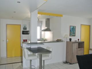 2 Bedroom apt 600m beach parking+Internet - Urrugne vacation rentals