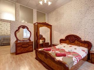 Cozy 2-room flat near the Hermitage(341) - Saint Petersburg vacation rentals