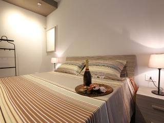 Sunny 2 bedroom House in Pozzallo with Internet Access - Pozzallo vacation rentals